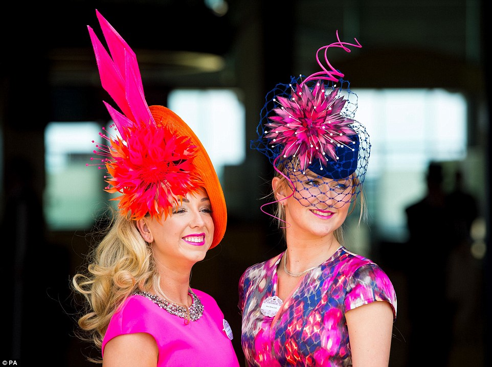 29C5E43100000578-3131350-Bold_brights_Two_ladies_arriving_at_Royal_Ascot_show_off_their_o-a-120_1434725892984