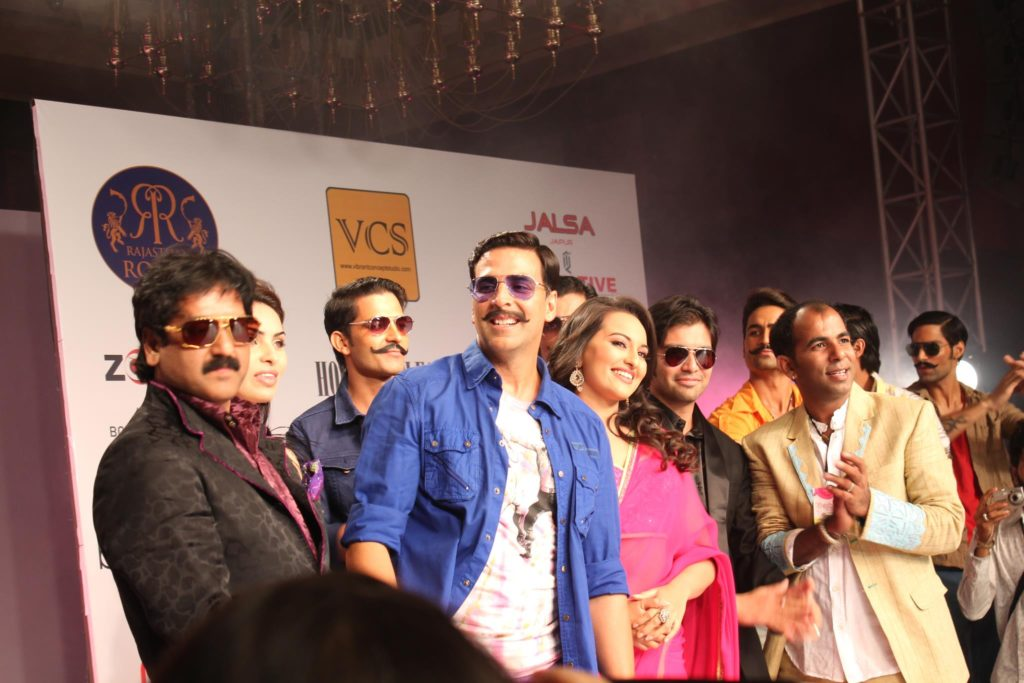"Bollywood ""Rowdy Rathore"" Stars: Akshay Kumar and Sonakshi Sinha walked the ramp as showstoppers for Sharad Raghav at the Rajasthan Fashion Week 2012"